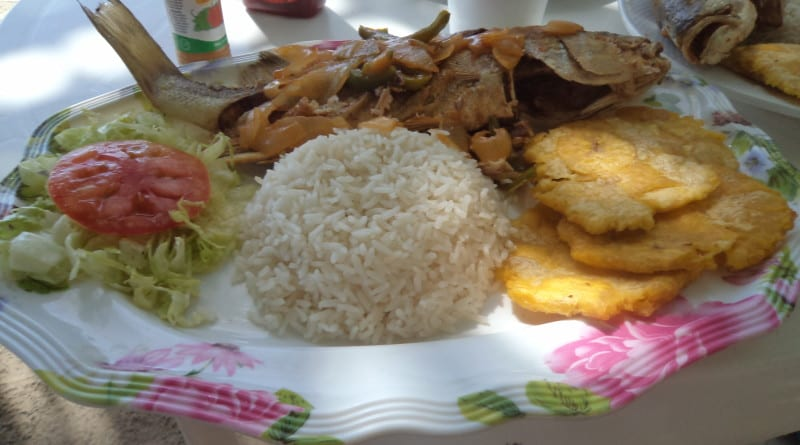 Almoço na Playa Estrella. Bocas del Toro, Panamá