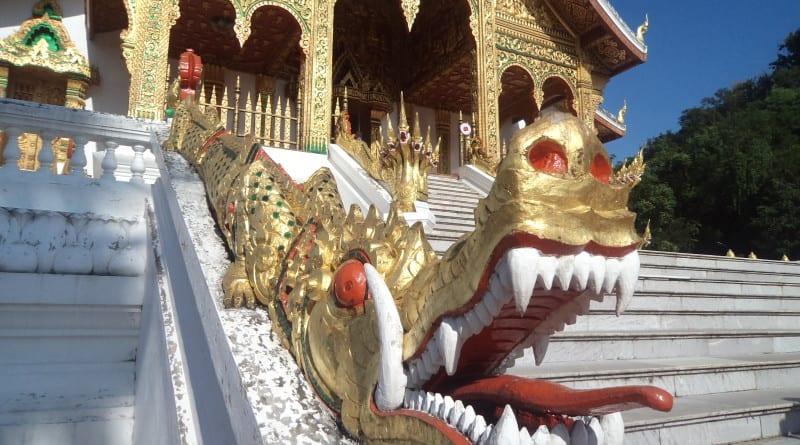 Detalhes do Dragão no Palácio Real (Museu Nacional) de Luang Prabang, Laos