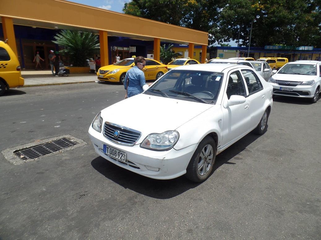 Carro alugado em Cuba, pela Havanautos-Cubacar