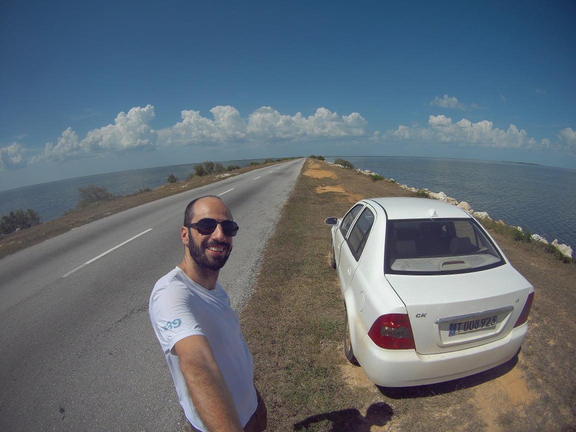Incrível estrada entre a grande Ilha e Cayo Coco, Cuba